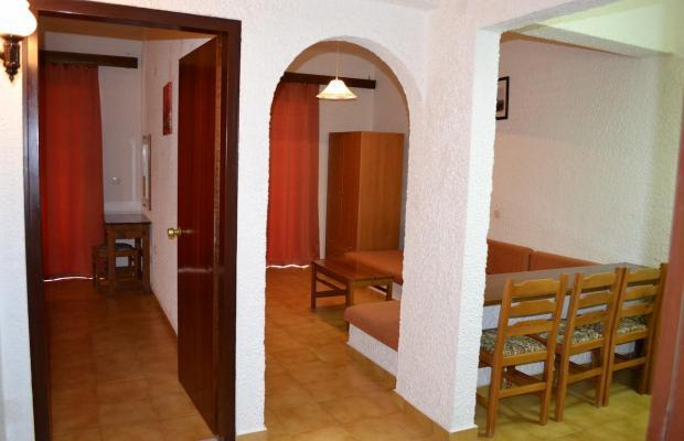 фотографии Karavos Apartments изображение №24