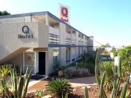 Q Hotel Village, 3*